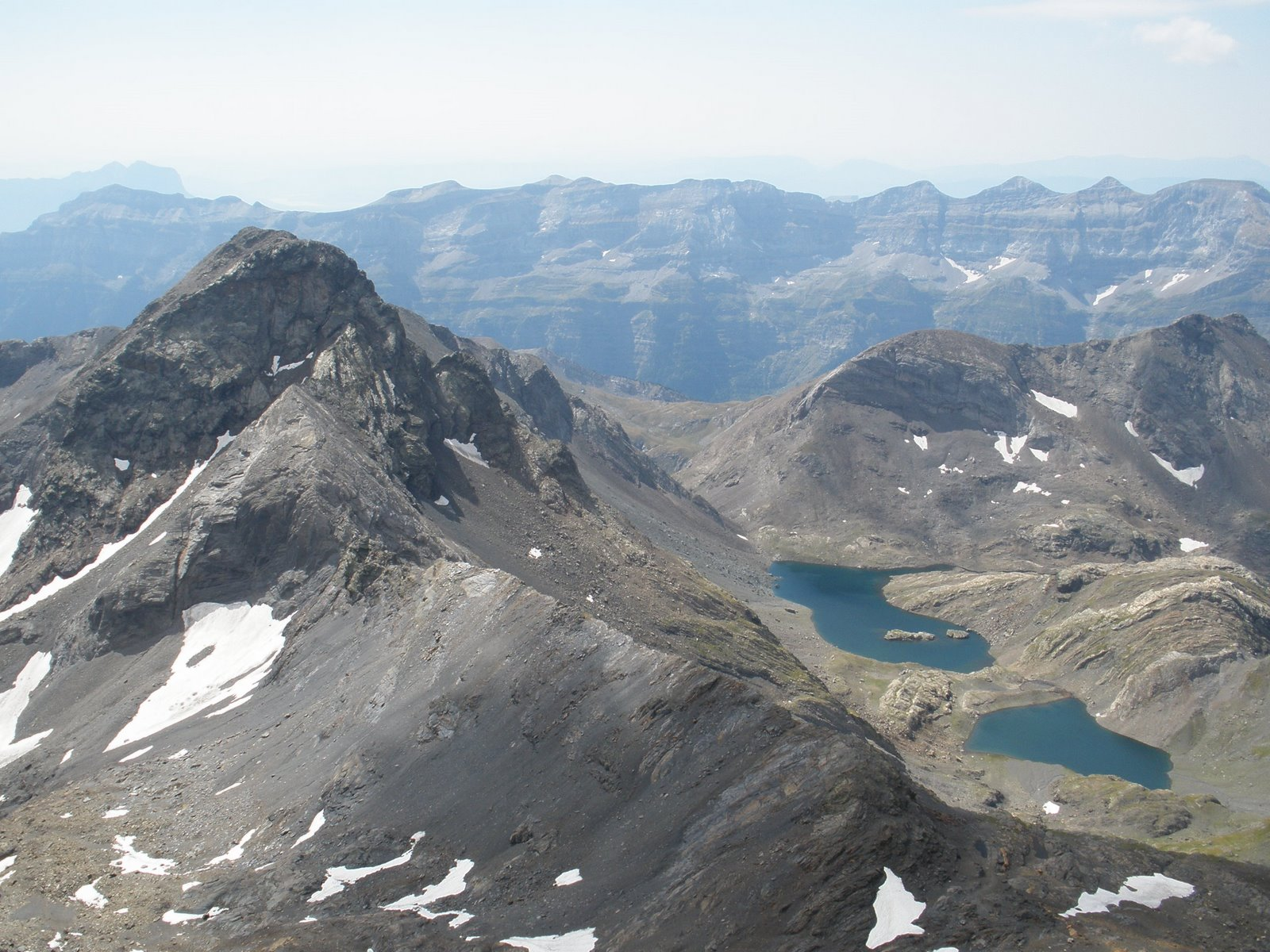 Vistas desde la cima: Ibones de la Munia y Robiñera